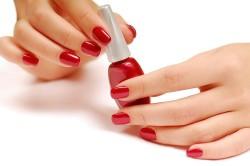 Аллергия на лак для ногтей