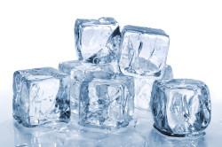 Лед для лечения аллергического отека лица