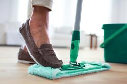 Влажная уборка для профилактики аллергии на пыль