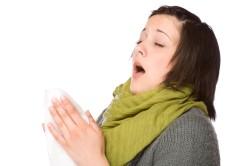 Чихание - проявление аллергии на пыльцу